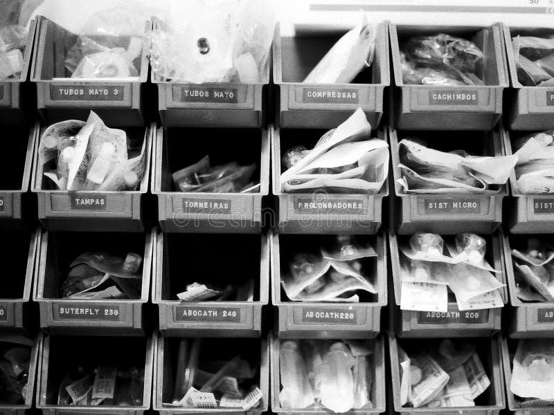 ιατρικά αντικείμενα shelfs στοκ εικόνα