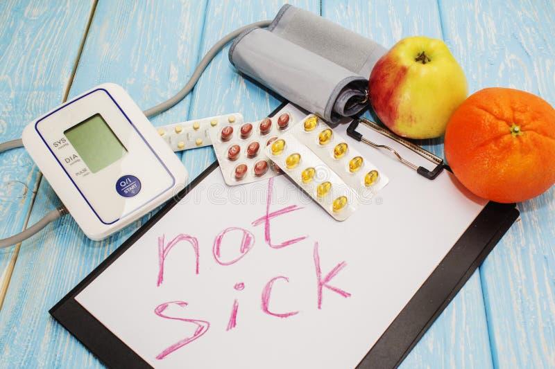 Ιατρικά χάπια ενάντια στην υπέρταση, εξοπλισμός για τη πίεση του αίματος στο υπόβαθρο, η επιγραφή στο φύλλο όχι SIC στοκ φωτογραφία