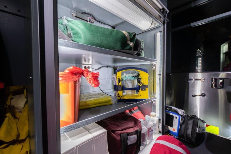 Ιατρικές προμήθειες σε πυροσβεστικό όχημα στοκ εικόνες