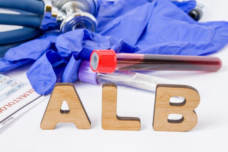 Ιατρική αρκτικόλεξο εργαστηριακών τεστ ALB ή σύντμηση της λευκωματίνης ορών, πρωτεΐνες αίματος Οι επιστολές ALB είναι κοντά στο σ στοκ εικόνες