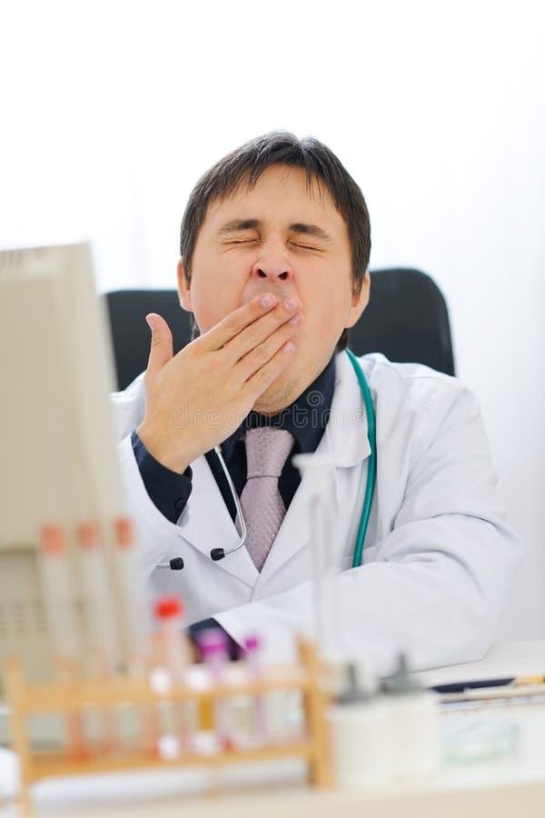 ιατρική κουρασμένη παρέκκλιση από την πορεία γιατρών στοκ εικόνες με δικαίωμα ελεύθερης χρήσης