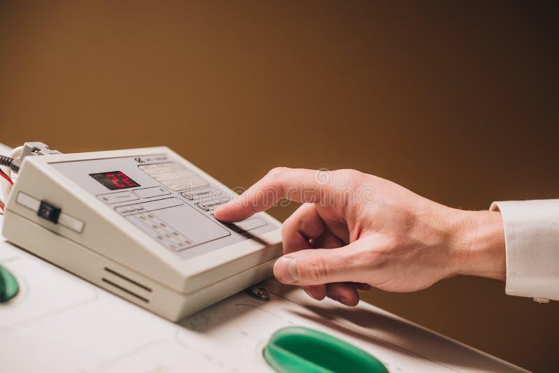 Ιατρικός εξοπλισμός καθιέρωσης χεριών στοκ φωτογραφία