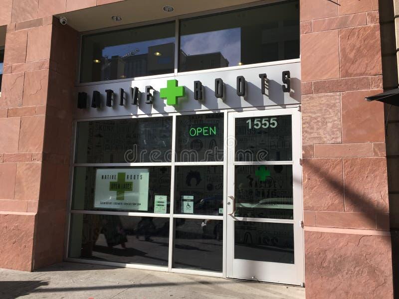 Ιατρικό και ψυχαγωγικό ιατρείο μαριχουάνα στο Ντένβερ, Κολοράντο στοκ φωτογραφία με δικαίωμα ελεύθερης χρήσης