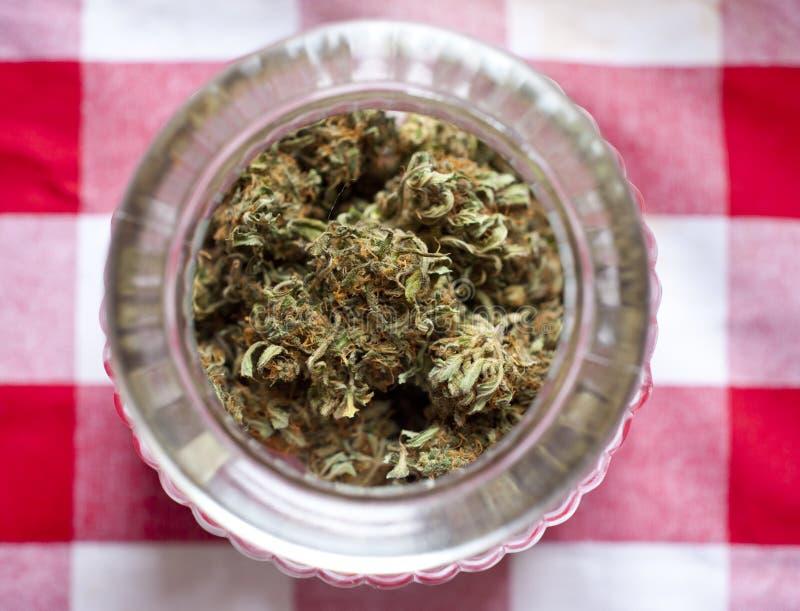 Ιατρικό κύπελλο 2 μαριχουάνα στοκ εικόνα