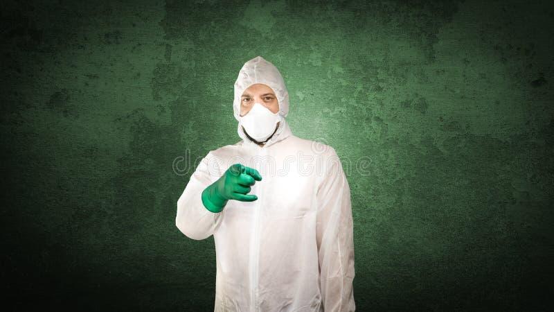 Ιατροδικαστικές στη προστατευτική ενδυμασία στοκ φωτογραφία