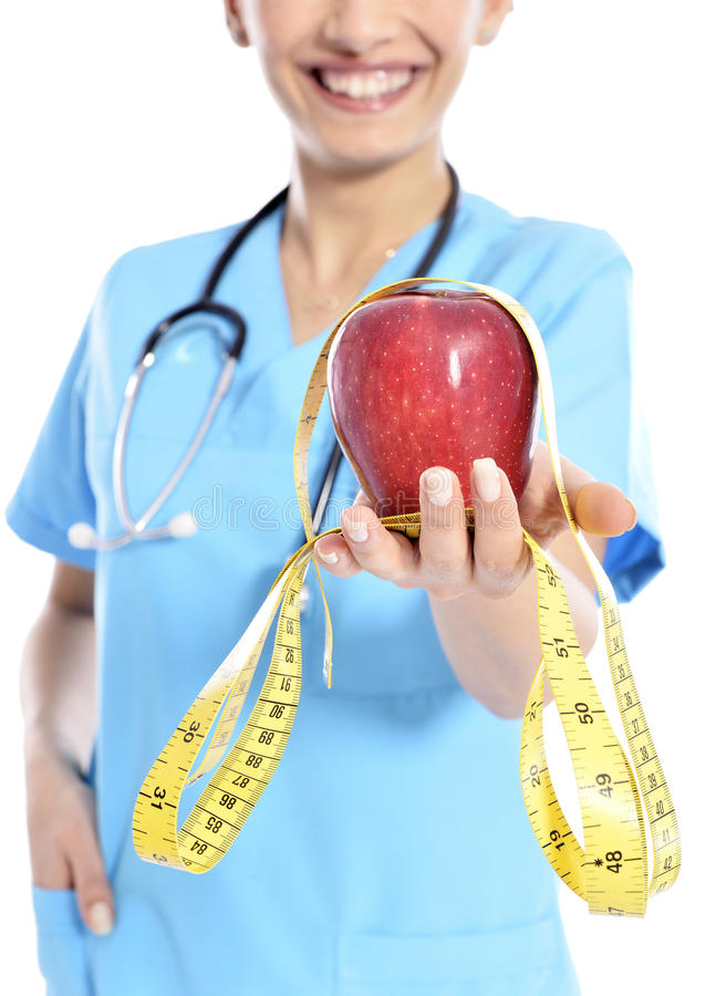 Ιατρός που παρουσιάζει μήλο στοκ εικόνες με δικαίωμα ελεύθερης χρήσης
