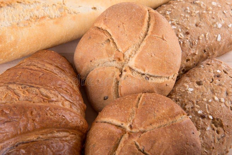 διαφορετικοί τύποι ψωμι&omic στοκ εικόνα