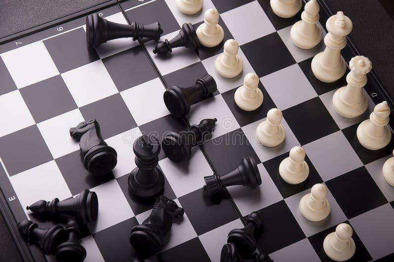 Ιδέα της έννοιας επιχειρησιακής στρατηγικής Έξυπνη επιχείρηση ιδέας σκέψης με το επιτραπέζιο παιχνίδι σκακιού 10 στοκ εικόνα με δικαίωμα ελεύθερης χρήσης