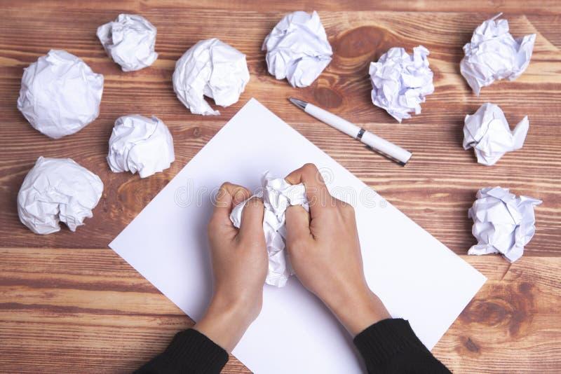 Ιδέες και έμπνευση χεριών εγγράφου στοκ φωτογραφίες
