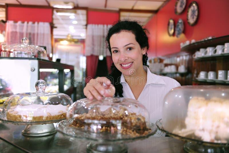 Ιδιοκτήτης ενός καταστήματος κέικ στοκ εικόνες