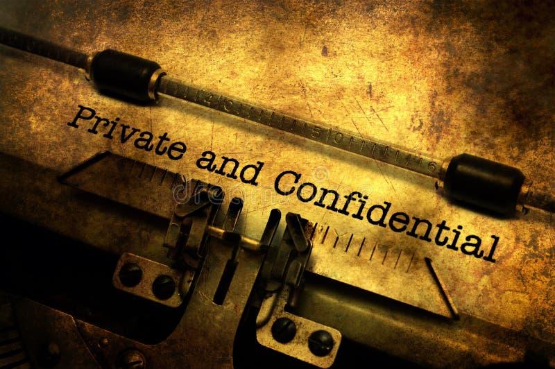 Ιδιωτική και εμπιστευτική επιστολή στη γραφομηχανή στοκ φωτογραφίες