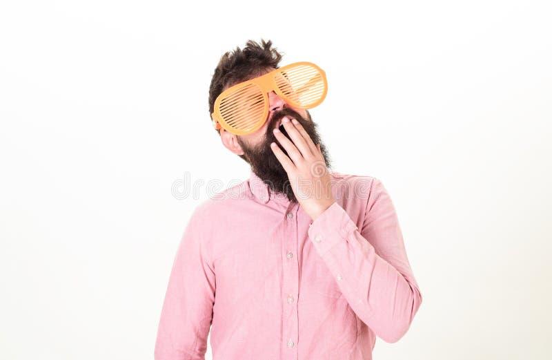 Ιδιότητες κομμάτων γυαλιών ηλίου και μοντέρνο εξάρτημα Το παραθυρόφυλλο ένδυσης Hipster σκιάζει τα εξαιρετικά μεγάλα γυαλιά ηλίου στοκ φωτογραφία με δικαίωμα ελεύθερης χρήσης