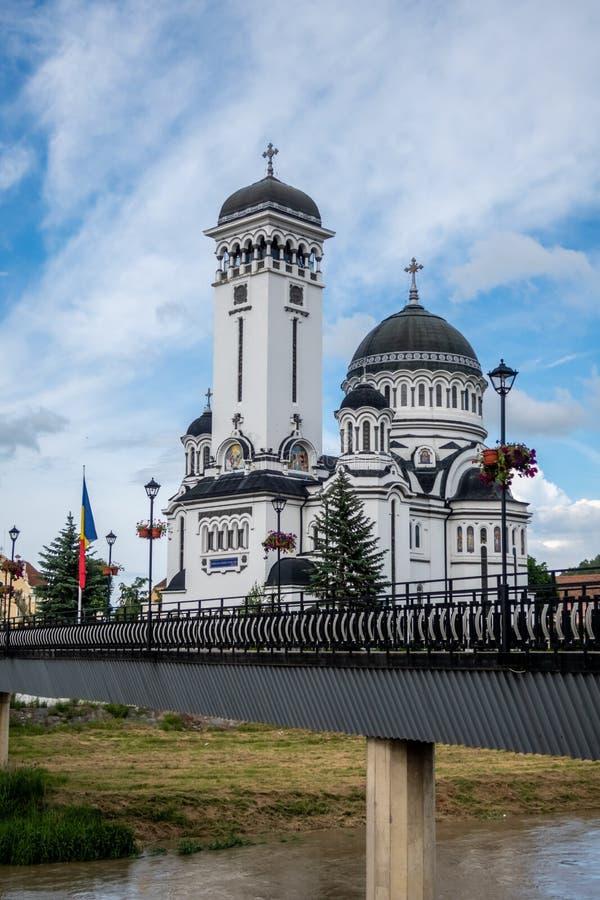 Ιερή εκκλησία τριάδας στις όχθεις του ποταμού φοράδων Târnava, Sighișoara, Τρανσυλβανία, Ρουμανία στοκ εικόνα