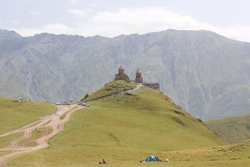 Ιερή εκκλησία τριάδας Sameba- Tsminda κοντά στο χωριό kazbegi-Gergeti στοκ φωτογραφίες με δικαίωμα ελεύθερης χρήσης