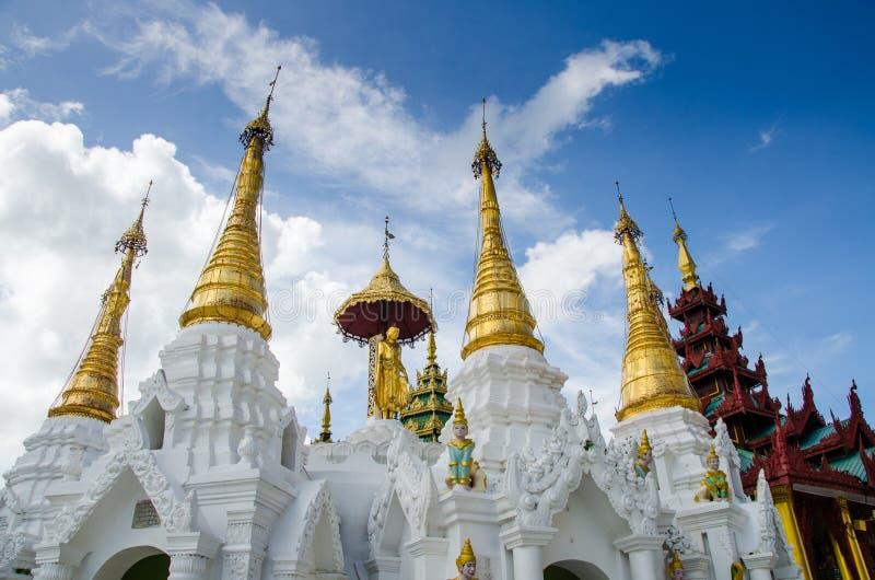 Ιερή πλύση λειψάνων τρίχας καλά στην παγόδα Shwedagon στοκ εικόνες
