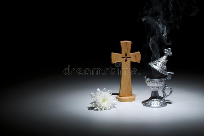 Ιερός θυμίαμα-καυστήρας με το σύμβολο θρησκείας χρυσάνθεμων απεικόνιση αποθεμάτων