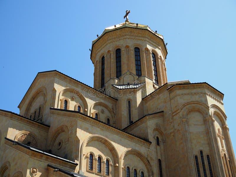 Ιερός καθεδρικός ναός τριάδας του καθεδρικού ναού του Tbilisi Tsminda Sameba Ο κύριος καθεδρικός ναός της της Γεωργίας Ορθόδοξης  στοκ εικόνες