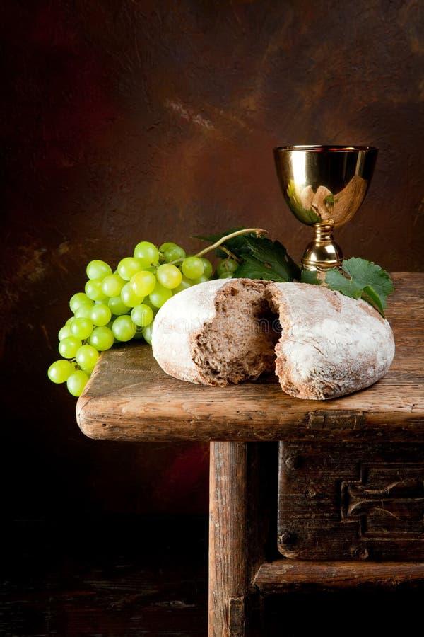 ιερό κρασί ψωμιού στοκ εικόνα