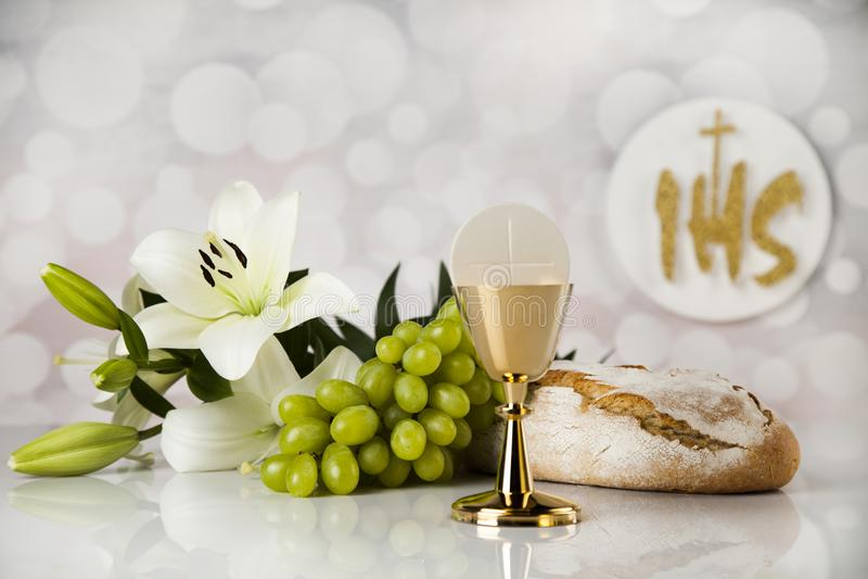 Ιερό ψωμί κοινωνίας, κρασί για τη θρησκεία χριστιανισμού στοκ εικόνα