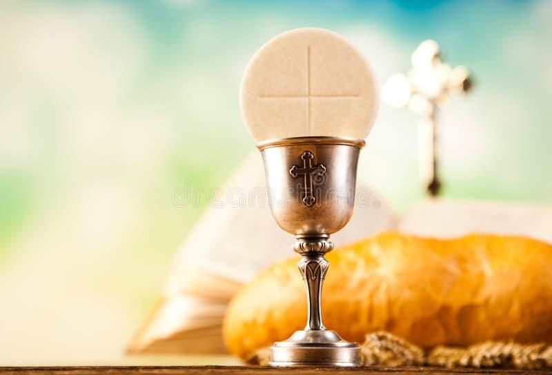 Ιερό ψωμί κοινωνίας, κρασί στοκ φωτογραφία