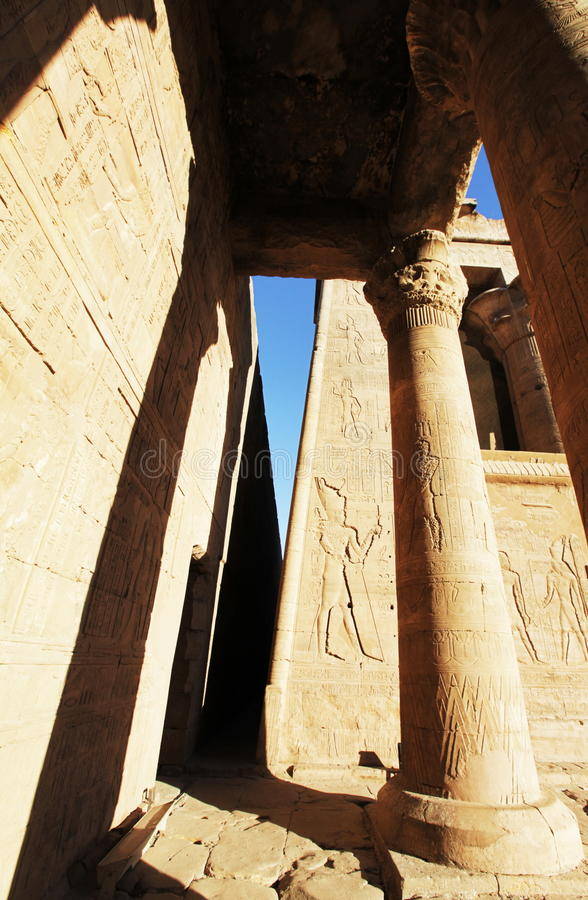 ιερό luxor προαυλίων στηλών ο περισσότερος δευτερεύων ναός στοκ εικόνες