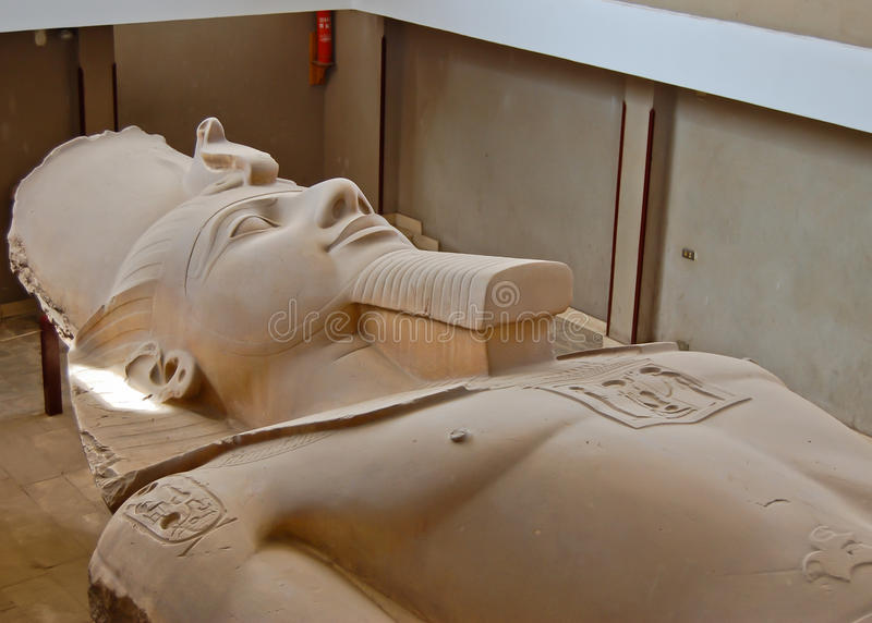 ΙΙ άγαλμα ramses στοκ εικόνες