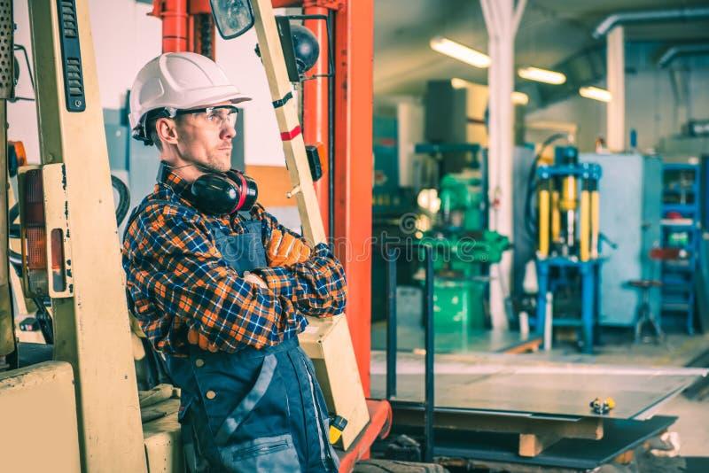 Ικανοποιημένος Forklift χειριστής στοκ φωτογραφία