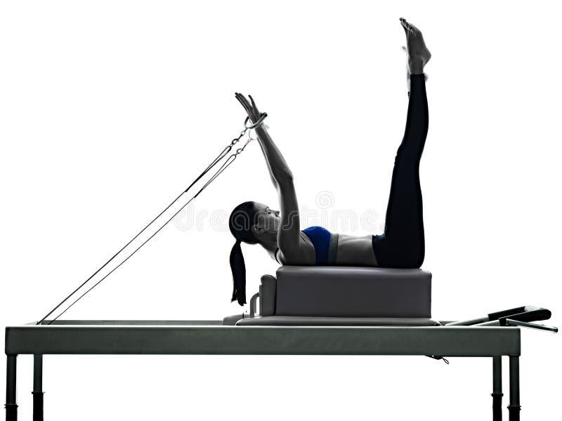 Ικανότητα ασκήσεων μεταρρυθμιστών γυναικών pilates στοκ εικόνες