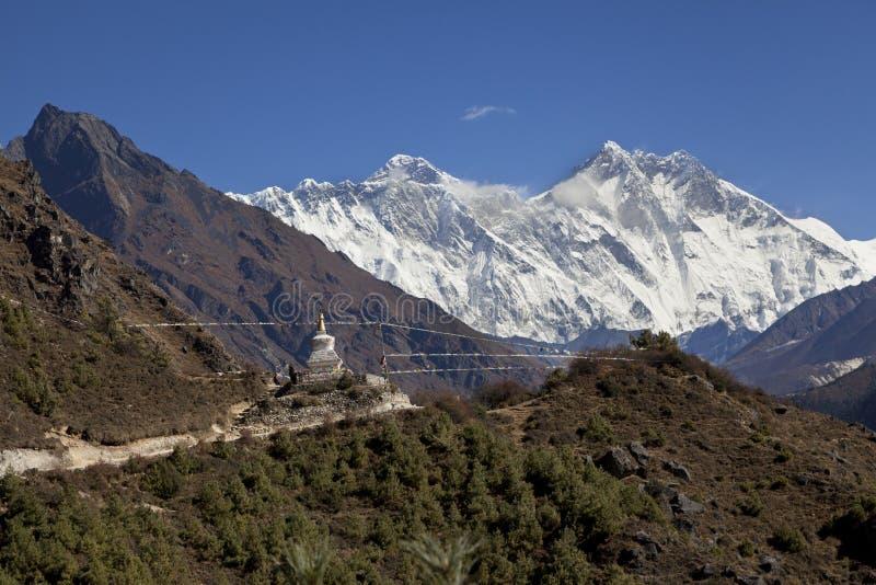 Ιμαλάια Νεπάλ όμορφος ηλιόλουστος καιρός και θεαματικές απόψεις σχετικά με το όρος Έβερεστ, το υψηλότερο βουνό στον κόσμο στοκ φωτογραφία με δικαίωμα ελεύθερης χρήσης