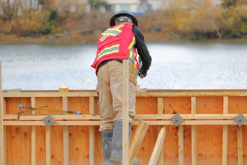 Ιματισμός ασφάλειας για τους εργάτες οικοδομών στοκ εικόνα με δικαίωμα ελεύθερης χρήσης