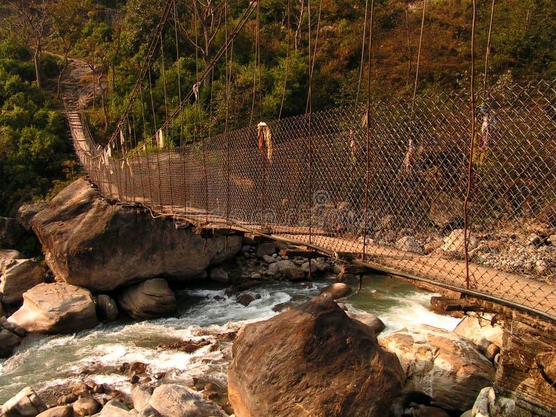Ιμαλάια - μια γέφυρα σε Bahaun Danda στοκ φωτογραφία με δικαίωμα ελεύθερης χρήσης