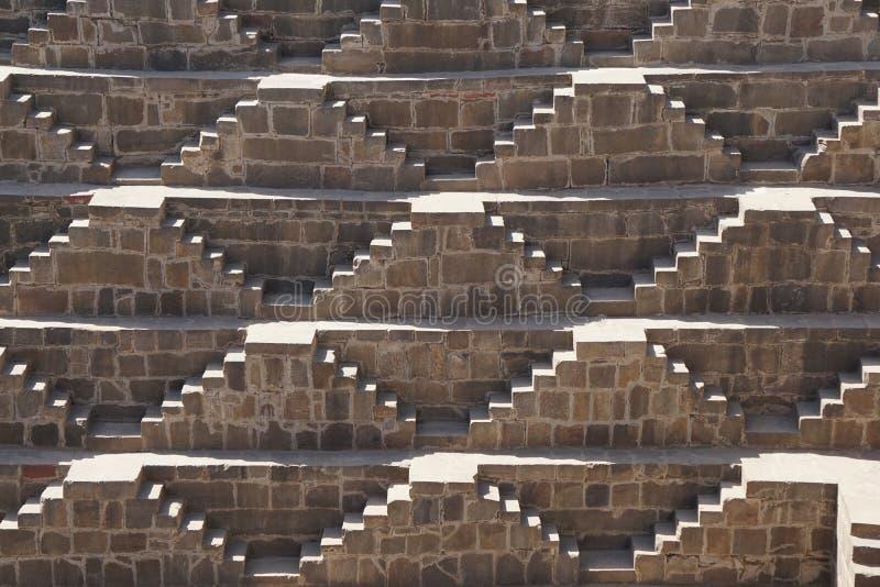 Ινδία - Rajasthan - Jaipur - dausa - chand baori - stepwell - 28 Μαρτίου 2018 χρόνος: μοναδική σκιά 10:36 στο βήμα καλά από στοκ εικόνες