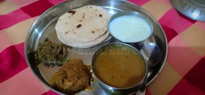 Ινδικά απλά εγχώρια τρόφιμα - kheer, daal, chapati, στοκ εικόνες