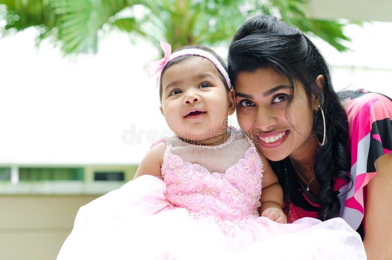 Ινδικά μητέρα και κοριτσάκι στοκ εικόνες