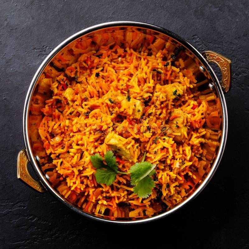 Ινδικά τρόφιμα Biryani κοτόπουλου με basmati το ρύζι και τα λαχανικά στοκ εικόνα