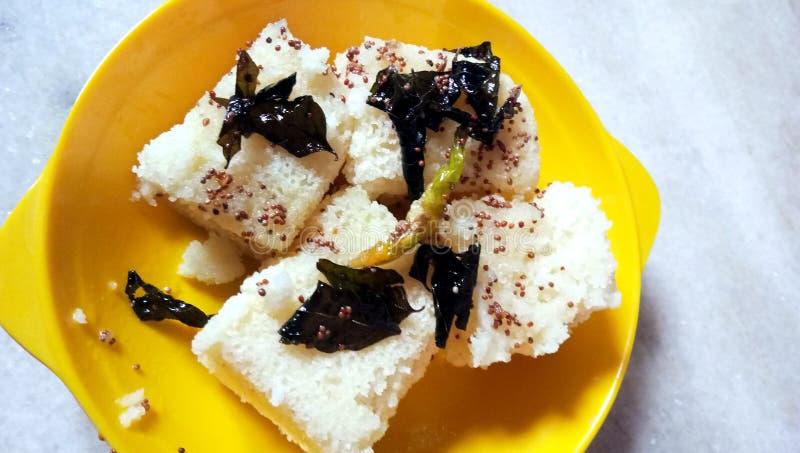 Ινδικά τρόφιμα Khaman Dhokla οδών gujarati παραδοσιακά στοκ εικόνα