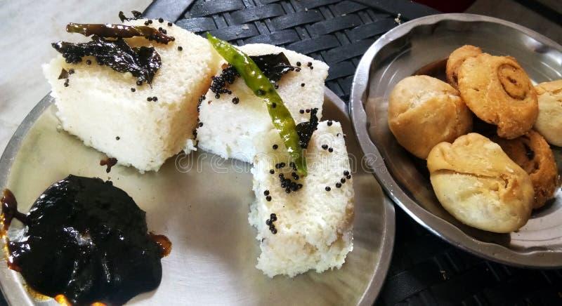 Ινδικά τρόφιμα Khaman Dhokla οδών gujarati παραδοσιακά στοκ φωτογραφία