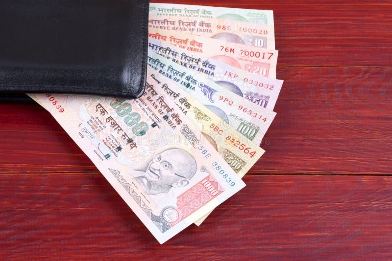 Ινδικά χρήματα στο μαύρο πορτοφόλι στοκ εικόνα