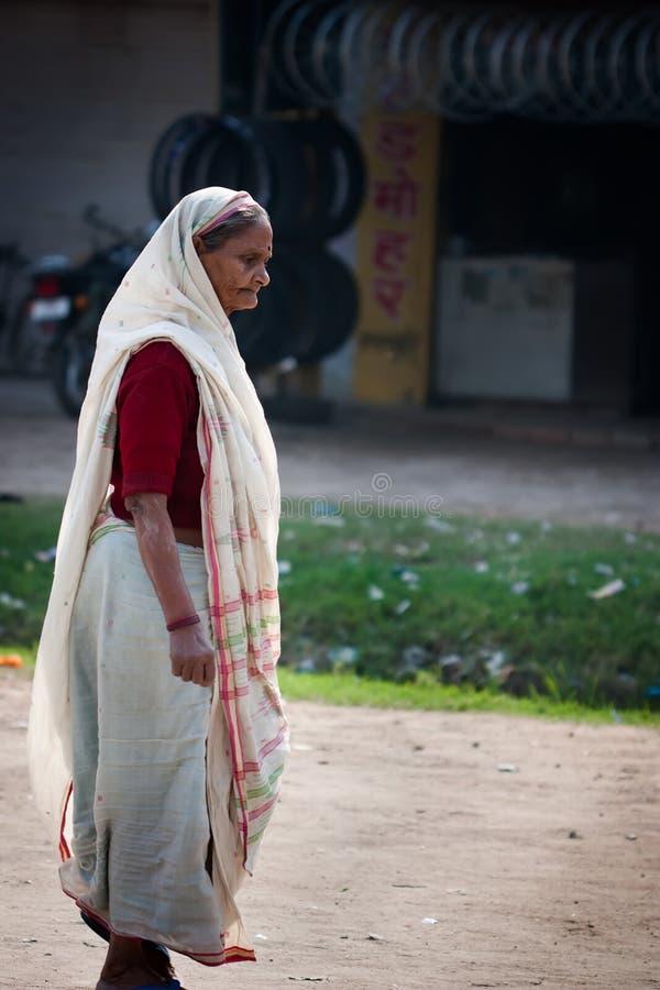 Ινδική ηλικιωμένη γυναίκα στοκ φωτογραφία με δικαίωμα ελεύθερης χρήσης