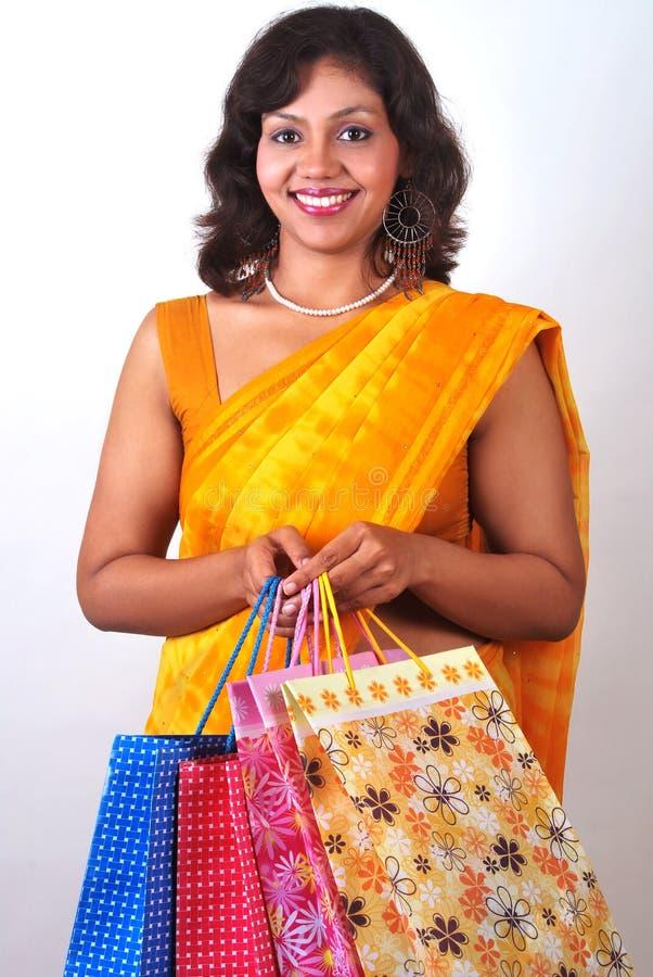 Download ινδική καλή ψωνίζοντας γυ& στοκ εικόνες. εικόνα από χαριτωμένος - 17053186