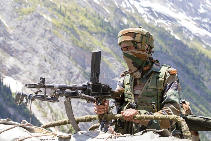 Ινδική συνοριακή φρουρά Ινδικό σημείο ελέγχου στρατού στο Κασμίρ Ιμαλάια Το Κασμίρ έγινε επικίνδυνο πάλι Ινδία στοκ φωτογραφίες με δικαίωμα ελεύθερης χρήσης