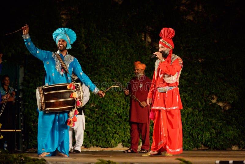 Ινδικοί μουσικοί που αποδίδουν στο στάδιο στοκ εικόνες με δικαίωμα ελεύθερης χρήσης