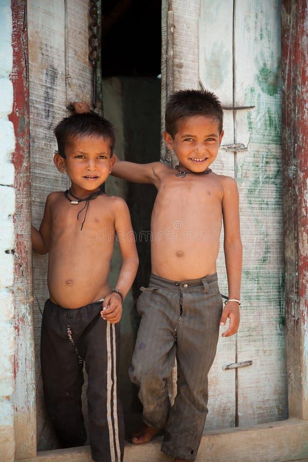 ινδικός αθώος χωρικός δύο παιδιών στοκ εικόνες με δικαίωμα ελεύθερης χρήσης