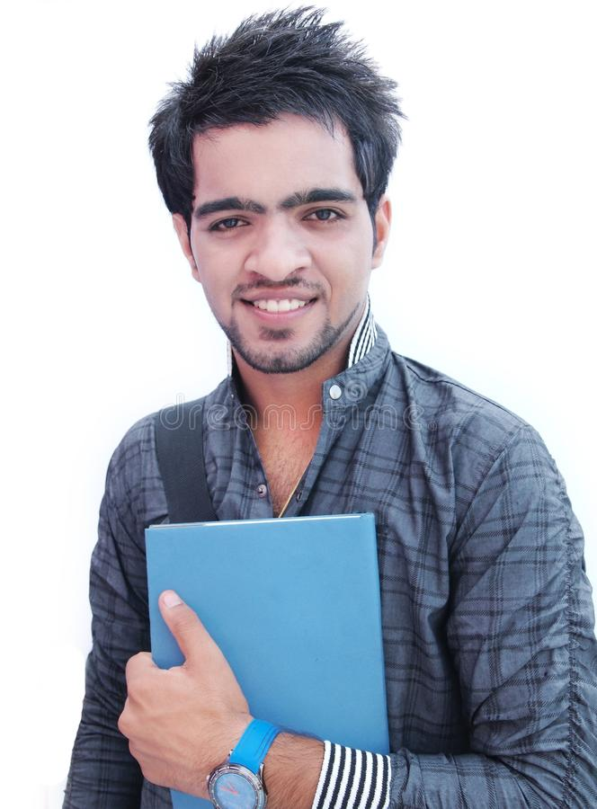 Ινδικός φοιτητής πανεπιστημίου πέρα από την άσπρη ανασκόπηση. στοκ εικόνες