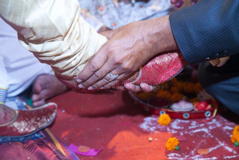 Ινδικό ινδό γαμήλιο τελετουργικό - puja VAR στοκ φωτογραφία