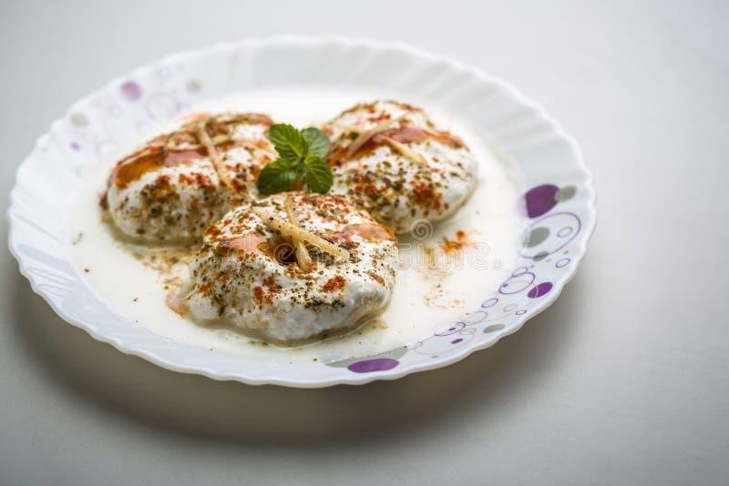 Ινδικό νόστιμο Dahi Vada τροφίμων οδών στοκ εικόνες