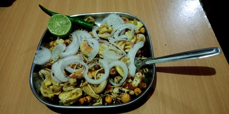 Ινδικό πρόχειρο φαγητό με την ξηρά φωτογραφία αποθεμάτων μιγμάτων φρούτων στοκ φωτογραφίες με δικαίωμα ελεύθερης χρήσης
