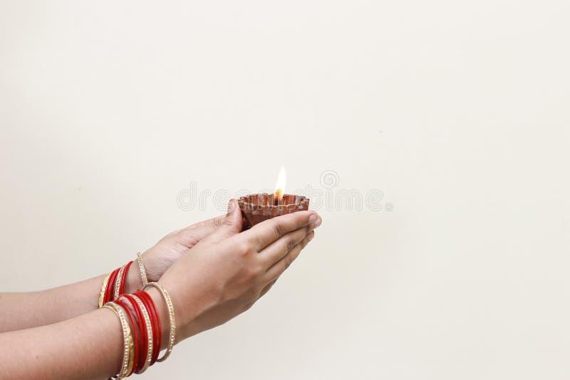 Ινδικό diwali φεστιβάλ, λαμπτήρας υπό εξέταση στοκ εικόνες