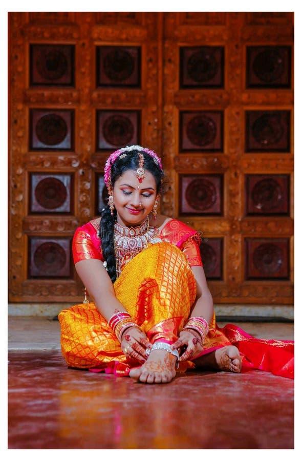 Ινδός γάμος πολιτισμού με το saree στοκ εικόνες