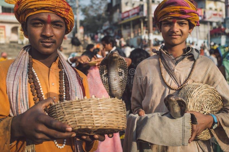 Ινδικά αγόρια με τα cobras στοκ φωτογραφία με δικαίωμα ελεύθερης χρήσης